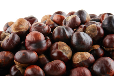 Photo pour Many peeled chestnuts lie on white background. Isolated. - image libre de droit