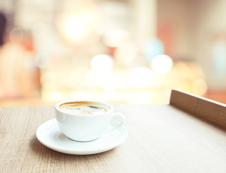 Foto de Espresso Coffee cup on wood table in cafe with bokeh light background, Leisure lifestyle concept - Imagen libre de derechos