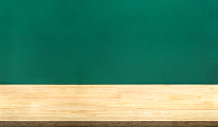 Photo pour Empty wood table and green blackboard at background.education school concept product display template.Business presentation. - image libre de droit