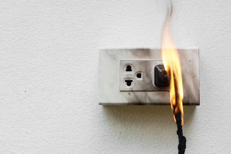 Photo pour Electricity short circuit / Electrical failure resulting in electricity wire burnt - image libre de droit