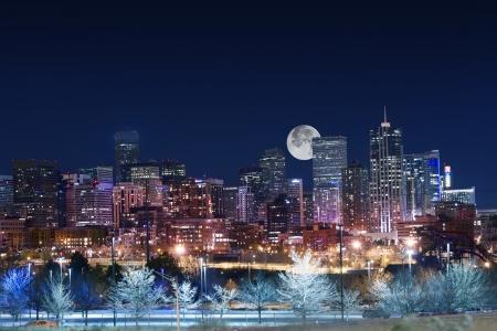 Photo pour Denver Skyline West Side. Night in Colorado. Downtown Denver with Moon. United States. - image libre de droit