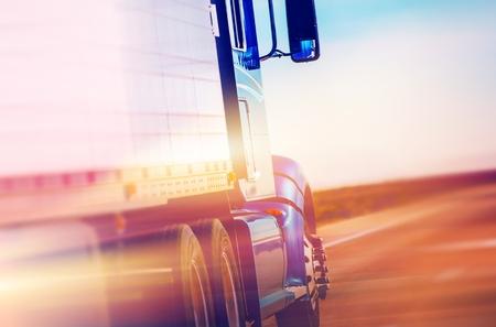 Foto de Speeding American Semi Truck on the Highway. American Transportation and Logistic. - Imagen libre de derechos