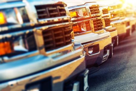 Foto de Row of Brand New Vehicles For Sale at Dealer Parking Lot - Imagen libre de derechos