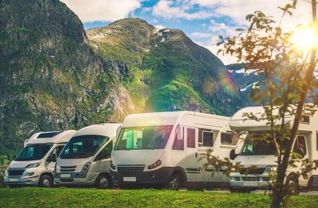 Photo pour Scenic RV Park Camping. Few Camper Vans in Remote Location. RVing Theme. - image libre de droit