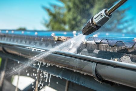 Photo pour Spring Rain Gutters Cleaning Using Pressure Washer. Closeup Photo. - image libre de droit