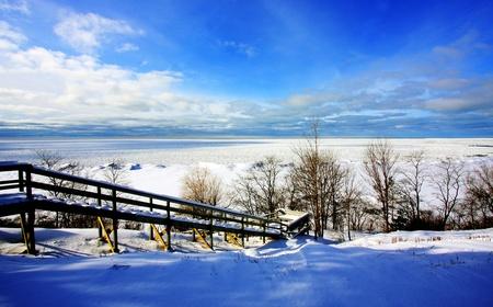 Photo pour a winter scene at a lake - image libre de droit