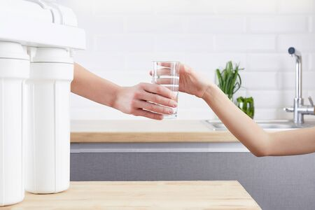 Photo pour Female Hand giving a glass of clean water. Purified water and a healthy life concept. - image libre de droit