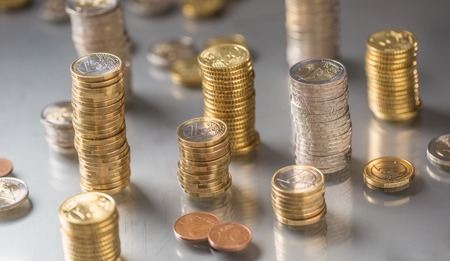 Photo pour Towers of the euro coins stacked in different positions. - image libre de droit