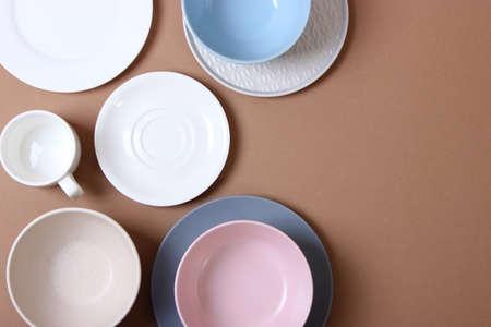 Photo pour Set of dishes and kitchen utensils top view. - image libre de droit