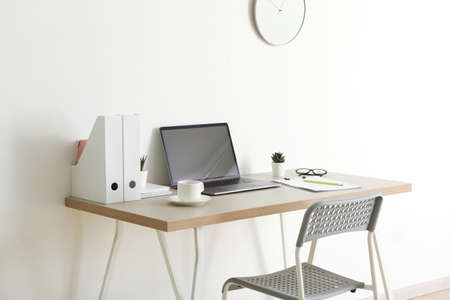 Photo pour Workplace with modern laptop in the interior of the room - image libre de droit