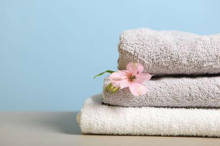Photo pour a stack of fresh towels on the table. - image libre de droit