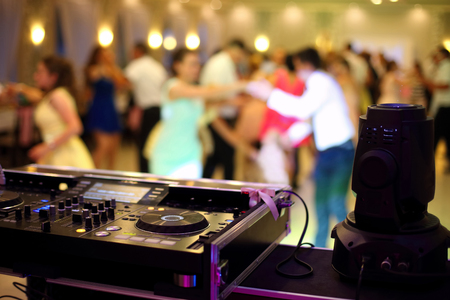 Photo pour Dancing couples during party or wedding celebration by dj mixer - image libre de droit
