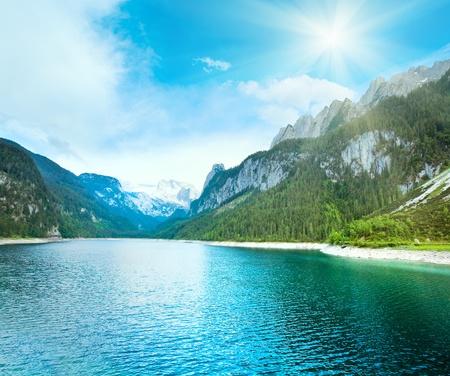 Photo pour Beautiful summer Alpine  lake Gosausee view and sunshine in sky (Austria) - image libre de droit