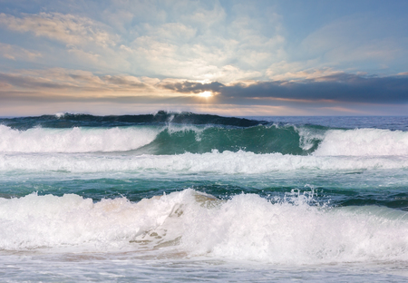 Photo pour Sea storm with foam and splashes. View from beach. - image libre de droit