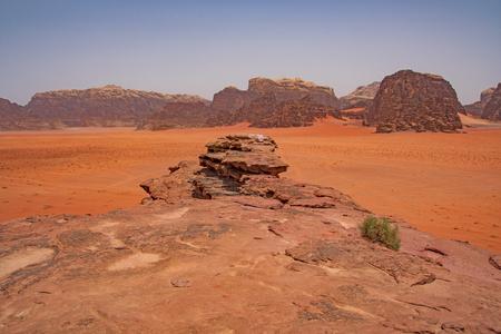 Photo pour Red Sands in Remote Desert in Wadi Rum in Jordan - image libre de droit