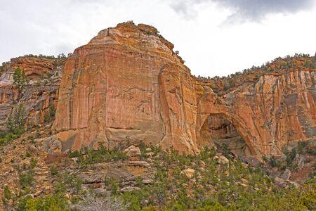 Photo pour Sandstone Monolith Guarding a Hidden Arch in El Malpais National Monument in New Mexico - image libre de droit