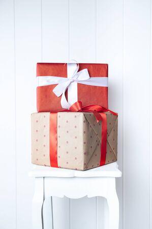 Foto für Creative, bright photo minimalism, one-on-one gift boxes on a white wall background. Gift and Presentation Symbol, New Year, Valentine's Day, Birthday - Lizenzfreies Bild