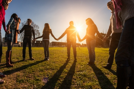 Photo pour Multiracial Young People Holding Hands in a Circle - image libre de droit
