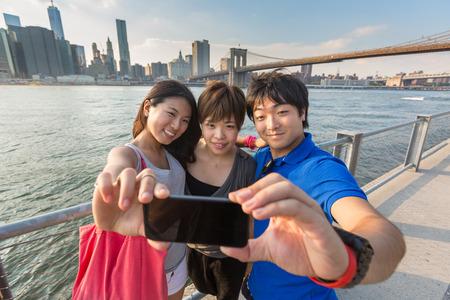 Foto de Japanese Tourists taking Selfie in New York - Imagen libre de derechos