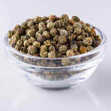 Foto für green peppers in glass bowl on white background. - Lizenzfreies Bild