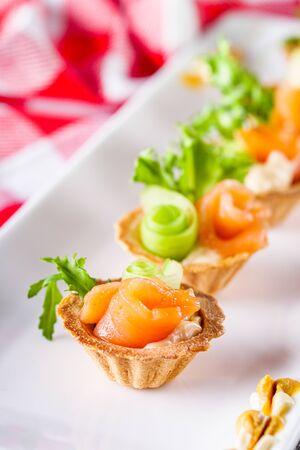 Photo pour delicious snack tartlets on rustic wooden background. - image libre de droit