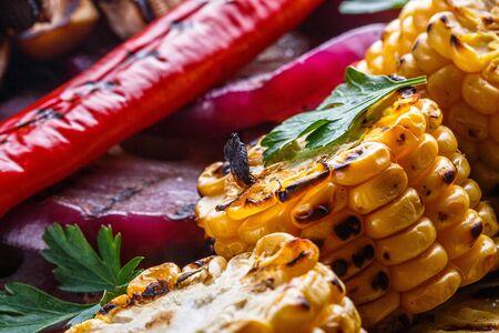 Photo pour delicious fresh grilled vegetables on a stone plate. - image libre de droit