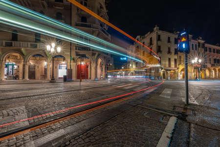 Photo pour PADUA, ITALY - Apr 01, 2018: light trails left by the tram that crosses the city of Padua for the public city service at night - image libre de droit