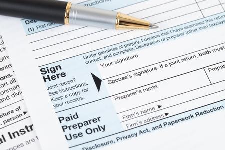 Photo pour Individual income tax returm form by IRS, concept for taxation - image libre de droit