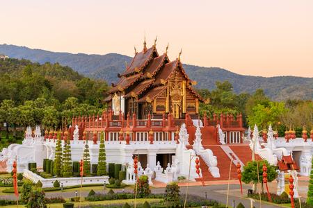 Foto de Royal Pavilion (Ho Kum Luang) Lanna style pavilion in Royal Flora Rajapruek Park botanical garden, Chiang Mai, Thailand. - Imagen libre de derechos