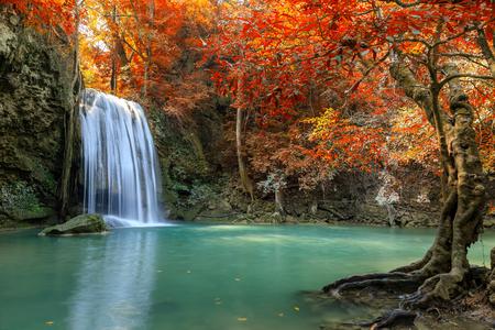 Photo pour Erawan Waterfall tier 3, in National Park at Kanchanaburi, Thailand - image libre de droit