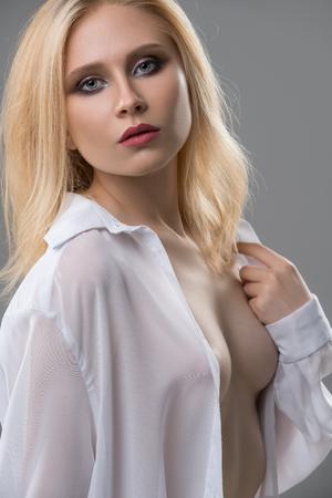 Foto de Attractive blonde topless portrait - Imagen libre de derechos