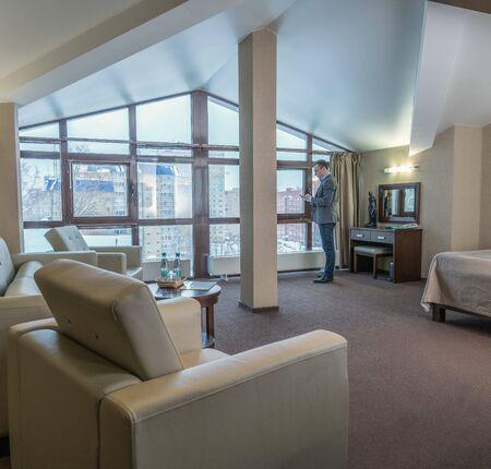 Photo pour Successful businessman in luxury hotel room - image libre de droit
