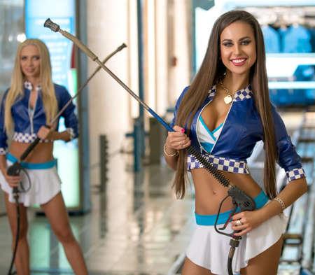 Photo pour Hot brunette posing at vehicle maintenance station - image libre de droit