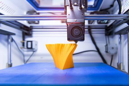 Photo pour 3D printer or additive manufacturing and robotic automation technology. - image libre de droit