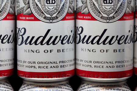 Foto für ST. PAUL, MN/USA - FEBRUARY 16, 2019: Grouping of Budweiser beer and trademark logo. Budweiser is an American-style pale lager produced by Anheuser-Busch. - Lizenzfreies Bild