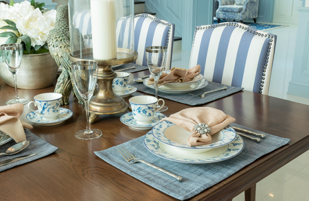 Photo pour luxury table set in classic style dining room interior - image libre de droit