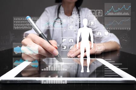 Photo pour Doctor using modern computer with Medical record diagram on virtual screen concept. Health monitoring application. - image libre de droit