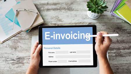 Photo pour E-invoicing, Online banking and payment. TEchnology and business concept. - image libre de droit
