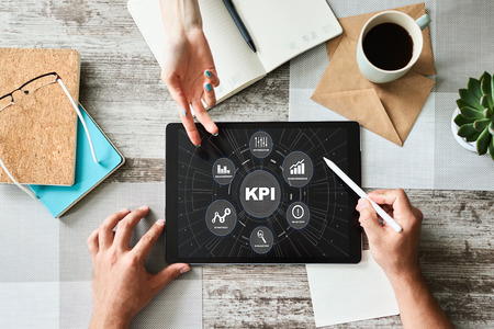 Photo pour KPI - Key performance indicator. Business process efficiency improvement. - image libre de droit