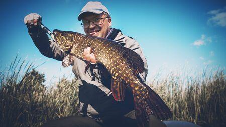 Photo pour Fish in angler hand. - image libre de droit