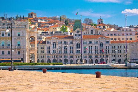 Foto de City of Trieste waterfront view, Friuli Venezia Giulia region of Italy - Imagen libre de derechos