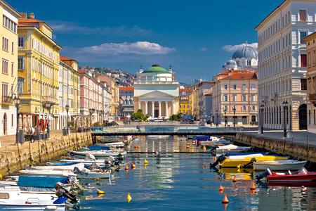 Photo pour Trieste channel and Ponte Rosso square view, city in Friuli Venezia Giulia region of Italy - image libre de droit