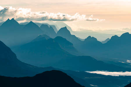 Photo pour Silhouettes of Santa Catarina mountains at sunrise, seen from the funnel´s canyon. - image libre de droit