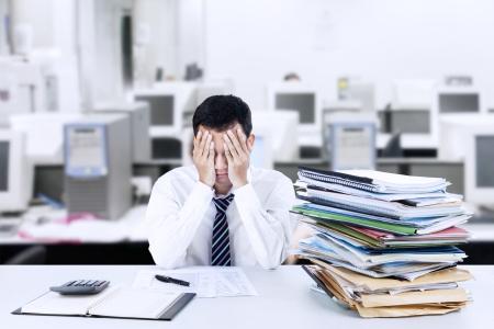 Photo pour Portrait of exhausted businessman because overworked - image libre de droit