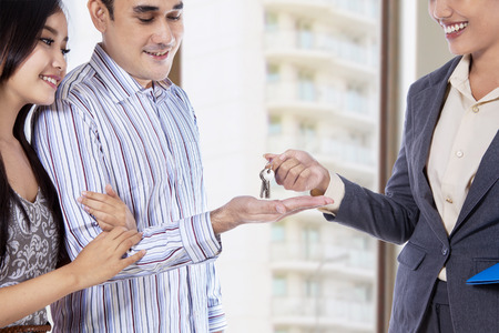 Photo pour Couple receives a key to their new apartment - image libre de droit