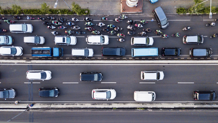 Foto de Aerial photo of Jakarta hectic traffic at peak hour with motorcycles and cars on the road - Imagen libre de derechos