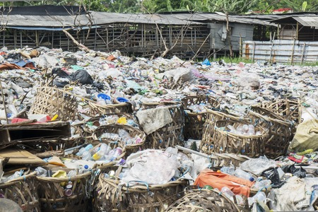 Photo pour Image of plastic bottle garbage heaping at landfill in Jakarta, Indonesia - image libre de droit