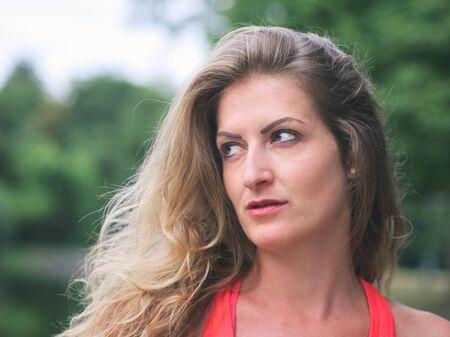 Photo pour Portrait of a Sporty Woman in her Thirties in the Park - image libre de droit