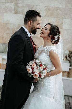 Foto de Gorgeous wedding couple. Pretty bride and stylish groom. - Imagen libre de derechos