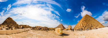 Photo pour Panorama of the area with the great pyramids of Giza, Egypt - image libre de droit